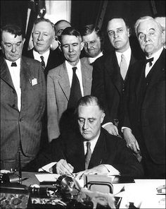 States President Franklin D. Roosevelt signs the TVA Act, which established the Tennessee Valley Authority. Senator George Norris is on the far right. Guided Reading Levels, Reading Groups, Reading Skills, The First 100 Days, Tennessee Valley Authority, History Projects, History Class, Great Depression, Reading Passages
