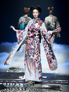"""Designer Jotaro Saito seeks to free the kimono from the confines of tradition"" . Kimono without rules: Models display creations by designer Jotaro Saito during Tokyo Fashion Week - March 2016 Tokyo Fashion, India Fashion, Kimono Fashion, Asian Fashion, Fashion Outfits, Fashion Black, Girl Fashion, Geisha, Japanese Kimono Dress"