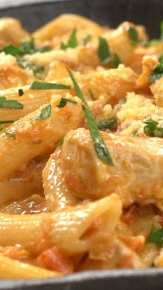 Pasta Fácil con Tomate y Pollo - Recetas de Pastas Salmon Recipes, Pasta Recipes, Chicken Recipes, Dinner Recipes, Cooking Recipes, Healthy Recipes, 12 Tomatoes Recipes, Cooking Jam, Gourmet Cooking