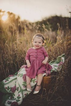 What to wear www.TumblingLeavesPhotography.com Bloomington IL newborn, child & family photographer. Uptown Normal, IL
