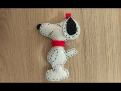 Snoopy, Snoopy from the dole Do it yourself, door trim Snoopy, Diy And Crafts, Christmas Ornaments, Holiday Decor, Film, Youtube, Movie, Film Stock, Christmas Jewelry