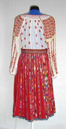 The Eliznik website is dedicated to the study of the traditional peasant culture in Romanian and Bulgaria Folk Embroidery, Learn Embroidery, Embroidery Stitches, Embroidery Patterns, Embroidery Techniques, Folk Costume, Beauty Art, Costumes For Women, Folk Art
