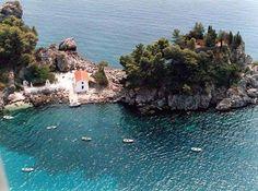 Πίσω Κρυονέρι: Η παραλία με τα καταγάλανα νερά στην Πάργα