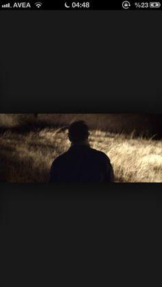 Gene yıllar geçecek ve geride benden bir iz kalmayacak / Yorgun ruhumu karanlık ve soğuk kuşatacak