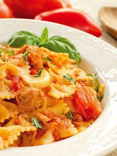 Pasta with tuna and tomatoes - Le Farfalle al tonno e pomodoro sono un piatto semplicissimo, che si prepara in un baleno, sempre valido e che piace molto anche ai bambini e ai ragazzi.