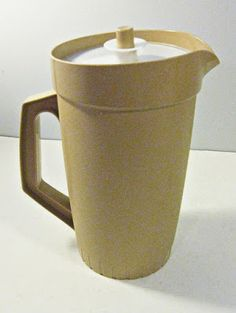 Tupperware pitcher // figures in large in my memory when I was a teen. Vintage Toys, Retro Vintage, Garage Sale Finds, Vintage Tupperware, Blink Of An Eye, Good Ole, My Childhood Memories, Retro Futurism, Cake Plates