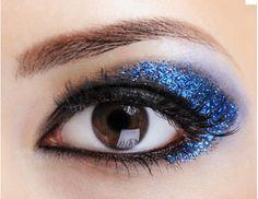 Blue eye make-up idea Eyeshadow For Brown Eyes, Mac Eyeshadow, Glitter Eyeshadow, Makeup For Brown Eyes, Eyeshadow Ideas, Glitter Makeup, Bright Eyeshadow, Piercings, Piercing Tattoo