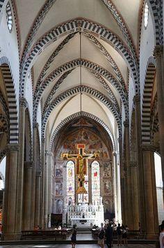 Basilica di Santa Maria Novella - Firenze -  navata principale - Crocifisso di Giotto - Cappella Maggiore o Cappella Tornabuoni con il  ciclo di affreschi di Domenico Ghirlandaio