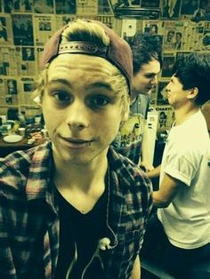 5 Seconds of Summer Imagines - he can pull off a lip ring.....but what is going on in the background?!