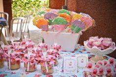 ericavighi fotografia: Aniversário da Amanda: Cupcake party!! Cupcake Party, Wedding Cupcakes, Cupcake Ideas, Desserts, Parties, Party Ideas, Sugar, One Year Anniversary, Chocolate Pops
