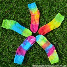 iLoveToCreate Blog: Make your own tie dye socks #tiedye #craft