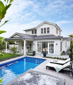 House exterior view of my Hamptons style home featuring shingled roof and grey weatherboards. Gallerie B Interiors Café Exterior, Exterior House Colors, Exterior Design, Die Hamptons, Hamptons Style Homes, Style At Home, Weatherboard House, Queenslander, Moderne Pools