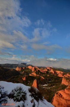 La imagen puede contener: nubes, cielo, montaña, exterior y naturaleza