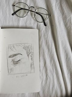 Eye Sketch Aesthetic Ideas For 2019 Sad Drawings, Art Drawings Sketches, Aesthetic Drawing, Aesthetic Art, Kunstjournal Inspiration, Eye Sketch, Arte Obscura, Arte Sketchbook, Art Hoe