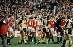 United & Arsenal clash in 1989