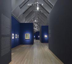 Schirn Kunsthalle, Frankfurt - art exhibit blue walls, spot lighting
