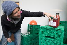 #einmachen statt #wegwerfen. Gute Idee aus der Schweiz: Foodwaste in Privatgärten: Stephanie Nabholz rettet kiloweise Obst