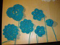 HÁČKOVANÉ STOJÁNKY NA VAJÍČKA bez škrobení | Mimibazar.cz Crochet Flowers, Crochet Earrings, Decor, Crocheted Flowers, Decorating, Crochet Flower, Inredning, Interior Decorating, Deck