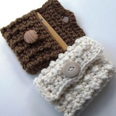 This lovely #crochet Bead Stitch Gift Card Case is a |free pattern at Crcohet 'N Crafts