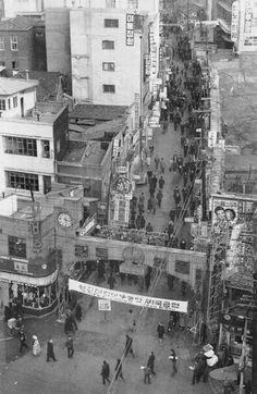 1968 Myung Dong in Seoul, Korea.  1968년 서울 명동입구