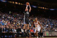 Com Leandrinho discreto, Warriors arrasa os Knicks na NBA +http://brml.co/1x7P3Al
