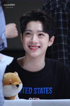 Lens Nine Fansign Event Lai Guanlin Wanna One Cute Baby Boy, Cute Babies, Star Company, Guan Lin, Lai Guanlin, I Want Him, Ong Seongwoo, Korean Name, Kim Jaehwan