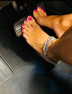 I love women's feet! Pretty Toe Nails, Cute Toe Nails, Cute Toes, Pretty Toes, Foot Tattoos For Women, Foot Pics, Soft Feet, Sexy Legs And Heels, Beautiful Toes