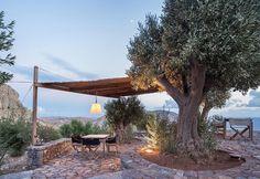 Il boutique hotel di due architetti greci in una vecchia torre