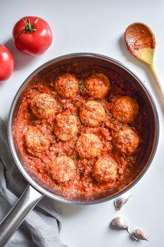 wegańskie klopsiki Chana Masala, Spaghetti, Curry, Ethnic Recipes, Food, Kalay, Curries, Meals, Noodle