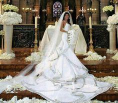 What a beautiful dress and train Eva Longoria Wedding Dress Wedding Dress Chiffon, Lace Mermaid Wedding Dress, Mermaid Dresses, Lace Dresses, Gown Wedding, Lace Wedding, Celebrity Wedding Dresses, Long Wedding Dresses, Celebrity Weddings