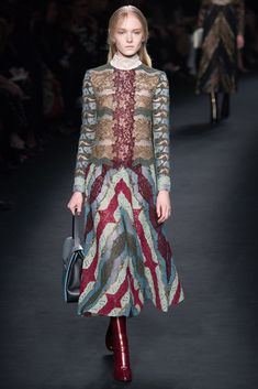 Valentino Fall 2015 Ready-to-Wear Fashion Show - Maja Salamon (Next)