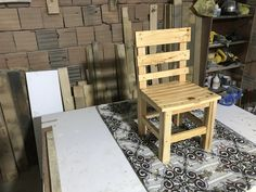 Wooden Table Diy, Chair Design Wooden, Diy Table, Wooden Boxes, Pallet Picture Frames, Pallet Pictures, Pallet Dog House, Wooden Dog House, Make A Table