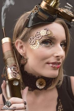 Steampunk Makeup Guide: Gears on Eyes & Lips - For costume tutorials, clothing guide, fashion Steampunk Cosplay, Gato Steampunk, Steampunk Lolita, Steampunk Makeup, Steampunk Halloween, Steampunk Design, Steampunk Clothing, Steampunk Diy, Steampunk Fashion