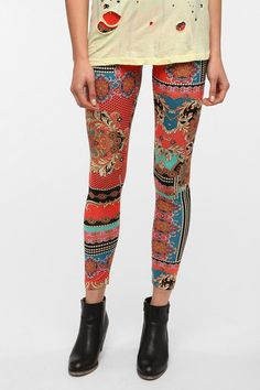 still show off some leg with these fitted leggings! also super cute to pair with a long tee and blazer @urbanoutfitters BDG Brocade-Chain High-Rise Legging  #UrbanOutfitters