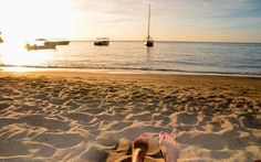 Sonnenuntergang mit Booten am karibischen Meer © Julia Schafhauser