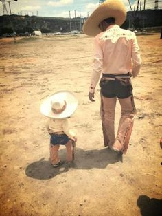Charros, like father like son Mexican Rodeo, Mexican Men, Mexican Style, Mexican Heritage, My Heritage, Little Cowboy, Cowboy And Cowgirl, Family Goals, Couple Goals