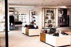 Persoonlijk advies? Het kan nog steeds in onze mooie winkel in Terneuzen. Wij staan voor je klaar! We houden fysieke afstand (⬅️ 1,5 mtr ➡️) maar doen onze uiterste best om jou de service te bieden die je van ons gewend bent. . . #desplenterschoenen #terneuzen #kooplokaal #kooplokaalookonline #schoenenwinkel #persoonlijkadvies Safe Shop, Shop Local, Shoe Rack, News, Shopping, Shoes, Store, Shoes Outlet, Shoe Cupboard