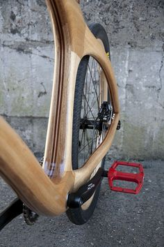 Young talent and passion is at the heart of the wooden bike that Nic Roberts. Wooden Bicycle, Wood Bike, Bike Details, Push Bikes, Curved Wood, Bicycle Components, Cool Bicycles, Bicycle Design, Motorcycle Bike