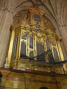PIPE ORGANS: Organ Cathedral de Segovia Spain by José Echevarria 1702