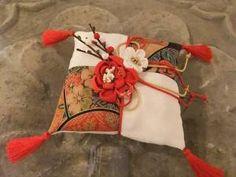 和のリングピロー Wedding Pillows, Ring Pillow Wedding, Wedding Images, Wedding Styles, Japanese Wedding, Japanese Style, Wedding Kimono, Ring Pillows, Japanese Patterns