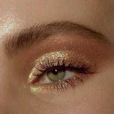 golden glam goldener Zauber hacks for teens girl should know acne eyeliner for hair makeup skincare Makeup Eye Looks, Cute Makeup, Pretty Makeup, Cheap Makeup, Perfect Makeup, Gorgeous Makeup, Makeup Trends, Makeup Inspo, Makeup Ideas
