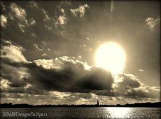 Prachtige wolkenpartij boven De Poel in Amstelveen #sepia
