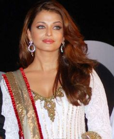 Aishwarya Rai Wallpapers: Aishwarya Rai New Pictures