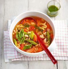 Frisches Gemüse, Bohnen + Nudeln = ein frühlingshaftes Suppenvergnügen