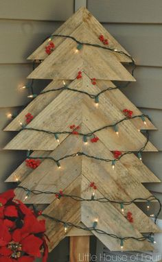 Pallet Christmas tree ideas – easy and affordable DIY Christmas tree projects.