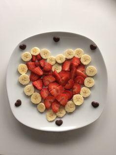 Herz aus Erdbeeren und Bananen