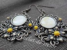 Boucles d'oreilles Fleur et cabochon jaune