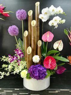 🌼🌼🌼 Modern Floral Arrangements, Church Flower Arrangements, Church Flowers, Beautiful Flower Arrangements, Flower Centerpieces, Beautiful Flowers, Deco Floral, Arte Floral, Floral Design