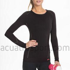 Camiseta térmica Only Play para mujer en color negro con detalles en gris.   Diseñada y fabricada para gimnasio y correr en los días mas fríos.   Prenda de cuello redondo y manga larga.   Composición: 66% Poliamida, 19% Poliéster, 15% Elasthan. Sport Fashion, Womens Fashion, Only Play, Color Negra, Wetsuit, Sports, Swimwear, Sweaters, Jackets