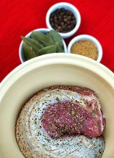 Peklowanie mięsa na pyszne, domowe szynki, schaby i karkówki